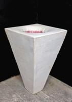 tronco di piramide in gesso con voragine in cera colorata e stratificata